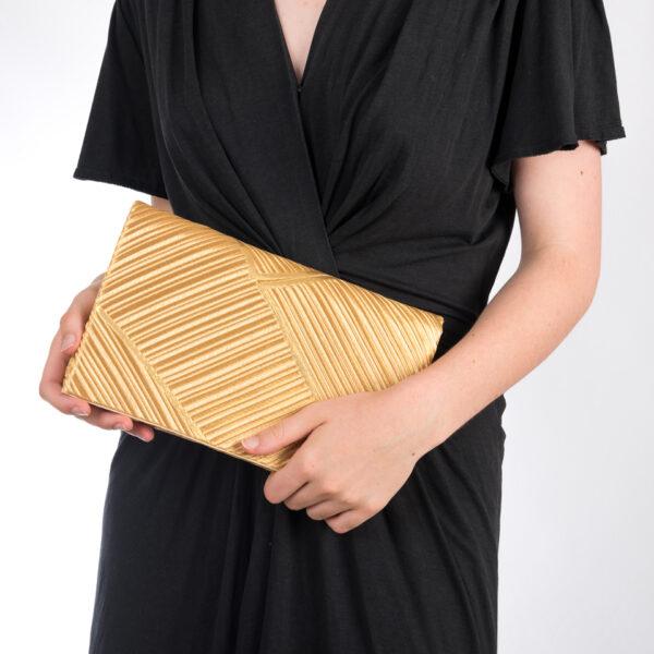Pochette bambous d'or portée