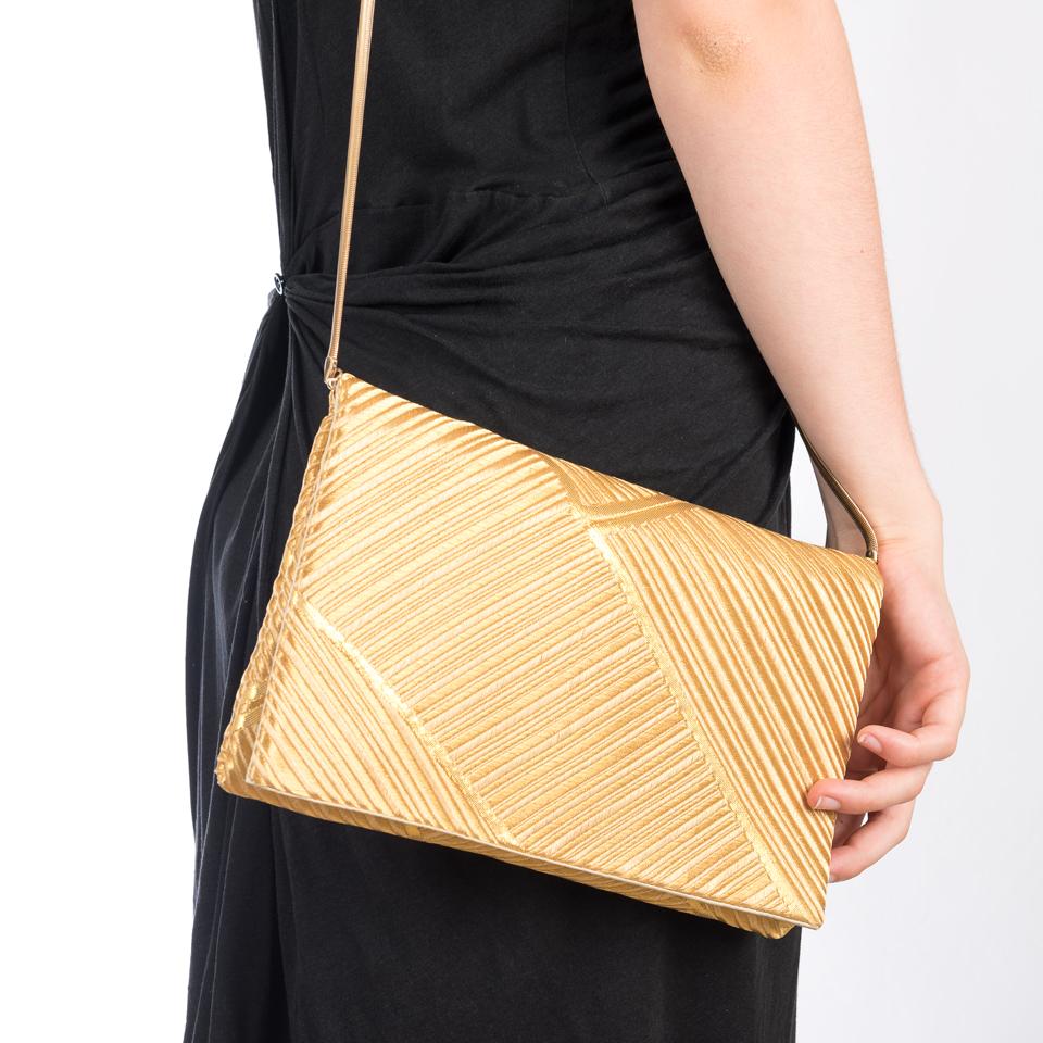 Pochette bambous d'or et sa chaine sur l'épaule
